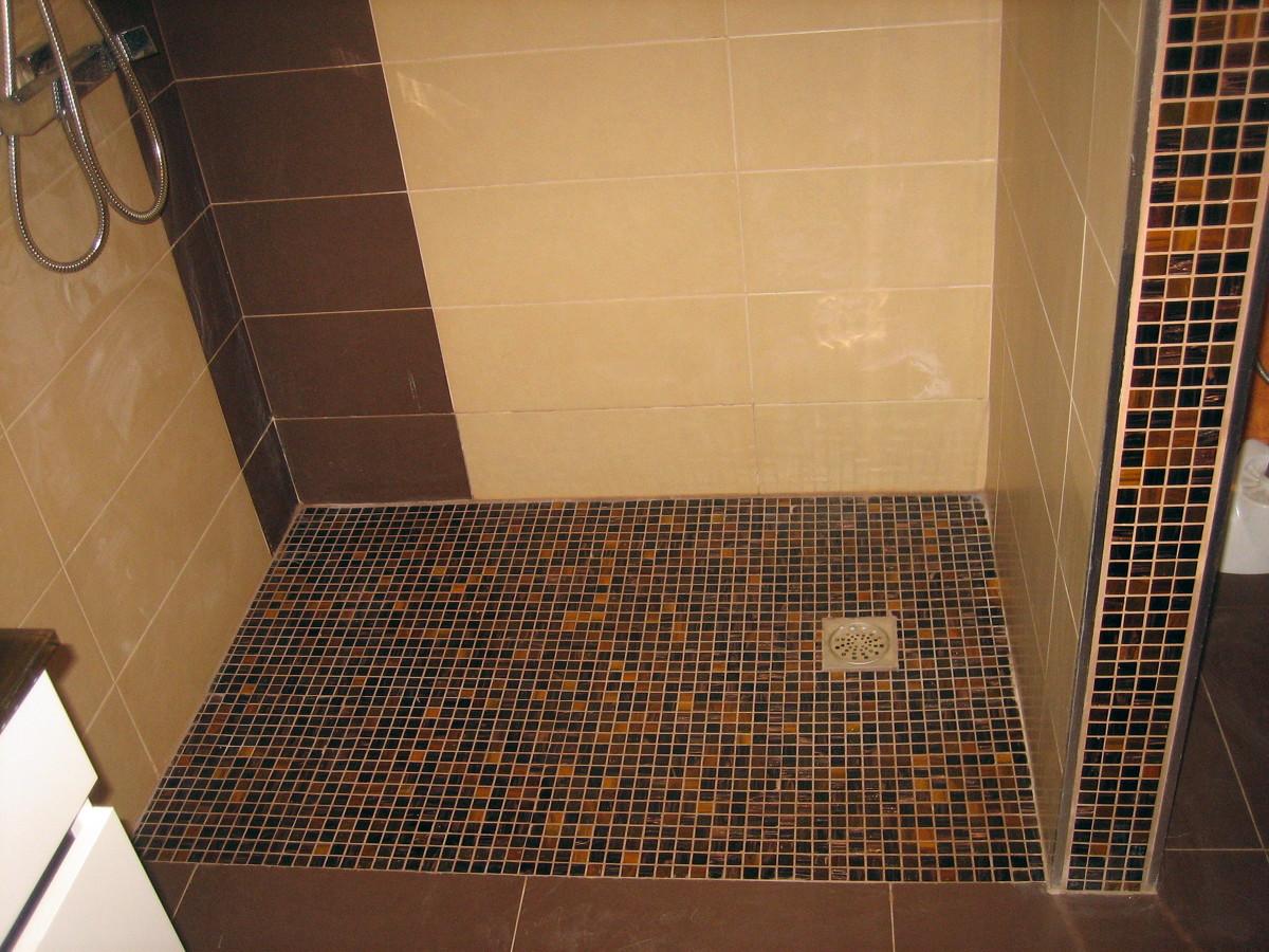 Foto plato de ducha encastrado al suelo de md reformas - Suelos de ducha antideslizantes ...