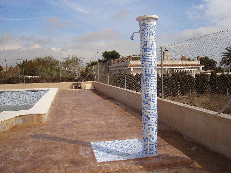 Foto plato de ducha exterior de promociones garrido - Plato ducha piscina ...