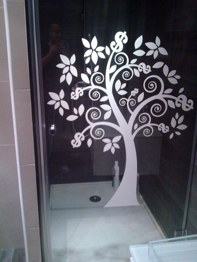 Foto plato de ducha silestone con mampara decorativa de for Platos de ducha de silestone fotos