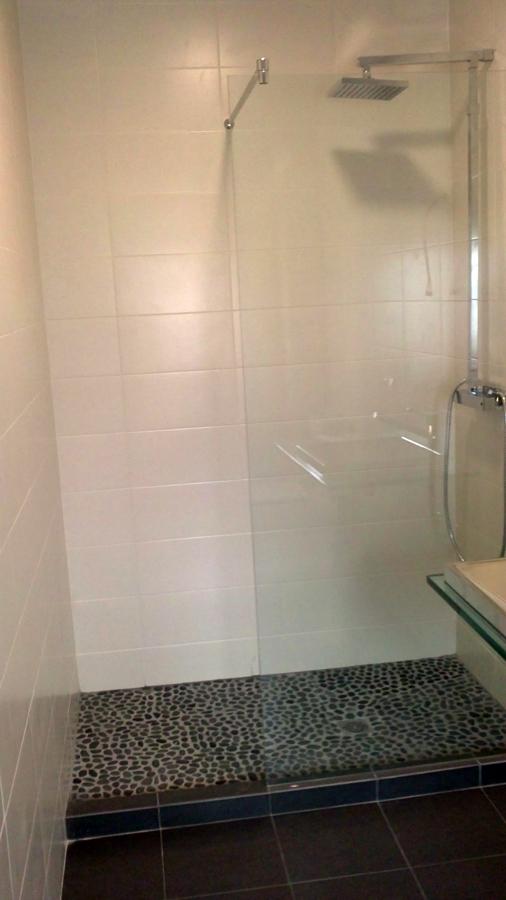 Foto plato ducha de obra de reformas y saneamientos for Saneamientos granada