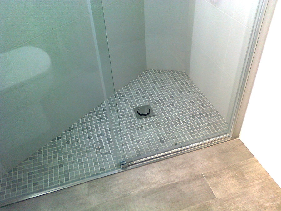 Foto plato ducha obra enrasado a suelo de reformes misael for Plato ducha suelo