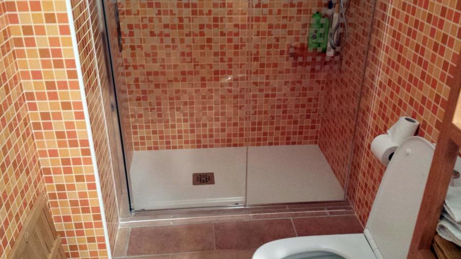 Foto plato ducha piedra natural de tu reforma 480266 for Modelos de banos con plato de ducha