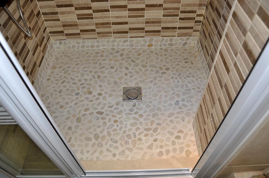 Foto plato de ducha piedra de r o de proyectos jmp - Suelos de ducha antideslizantes ...