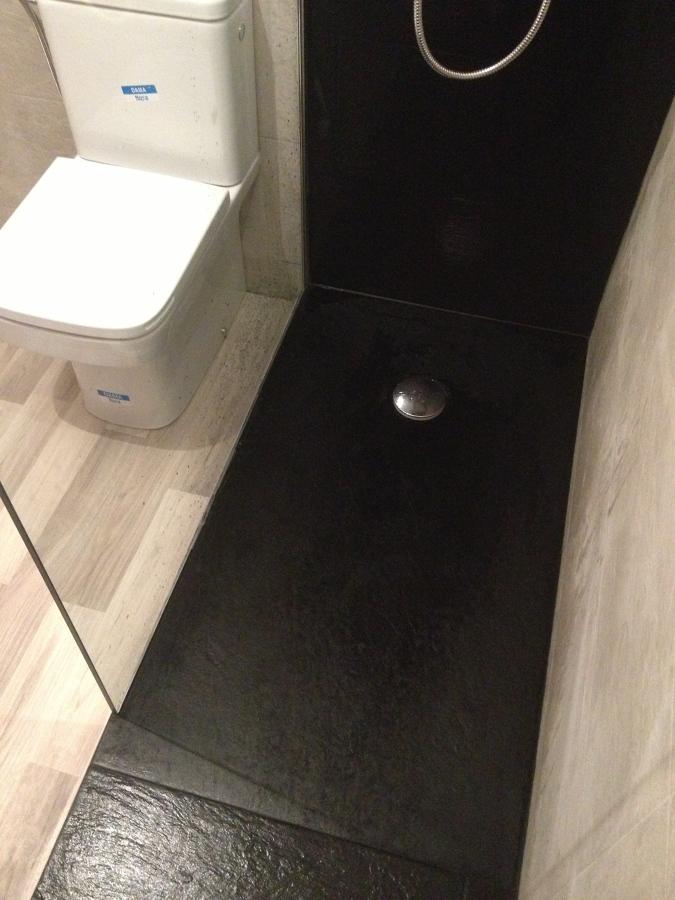 Foto plato ducha pizarra color negro con mampara fija y - Plato ducha con mampara ...