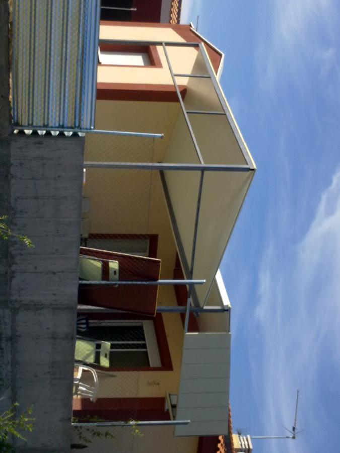 Foto porche a medida estructura hierro y cubierta y for Tejados y fachadas vizcaya