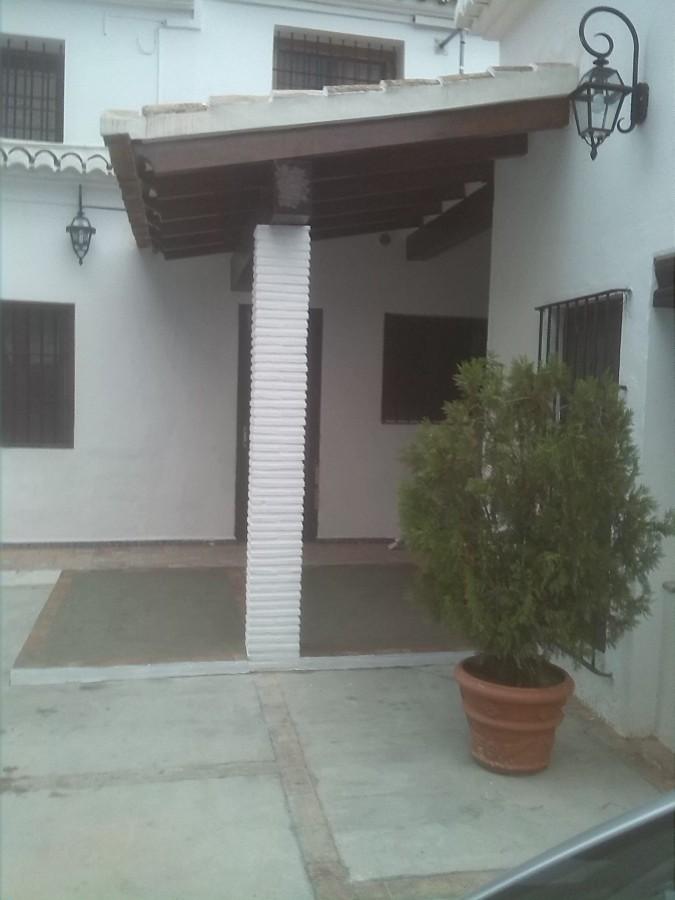 Foto porche de la entrada de la casa de y for Zapateros para la entrada de la casa