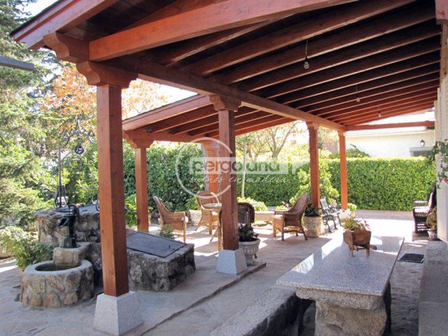 Foto porche de madera adosado pergoland de pergoland s l for Ideas para porches jardin