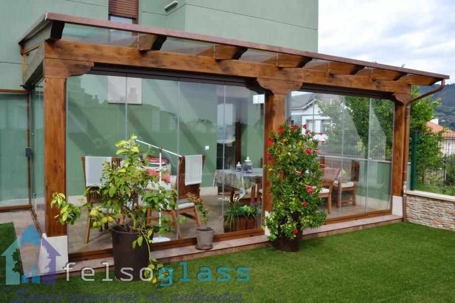 Foto porche adosado con techo de cristal de felsoglass - Porches de madera y cristal ...