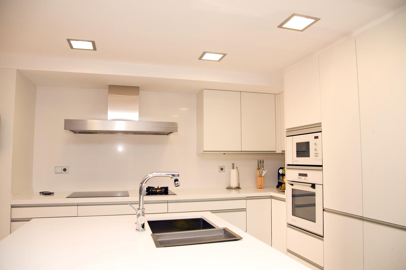 Foto proyecto cocina en valencia de de color greige - Cocinas en valencia ...
