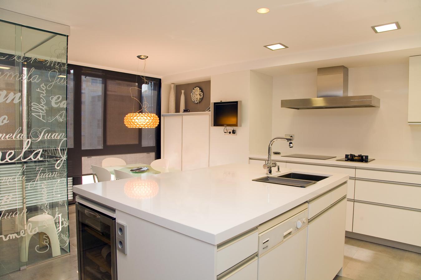 Foto proyecto cocina y lavadero en valencia de de color - Cocinas en valencia ...