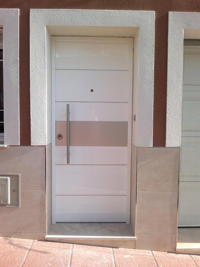 Foto puerta acorazada de exterior de maderas crisang s l - Puertas de exterior ...