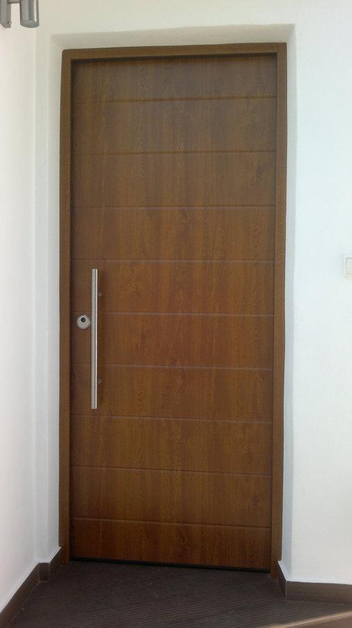 Puerta acorazada de exterior.
