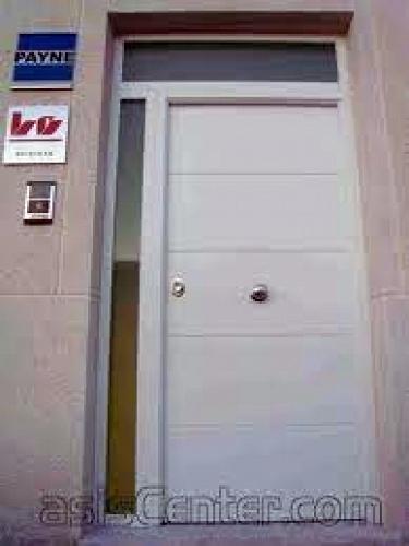 Foto puerta acorazada pvc blanca de valcarsen s l 411646 for Puertas de pvc exterior