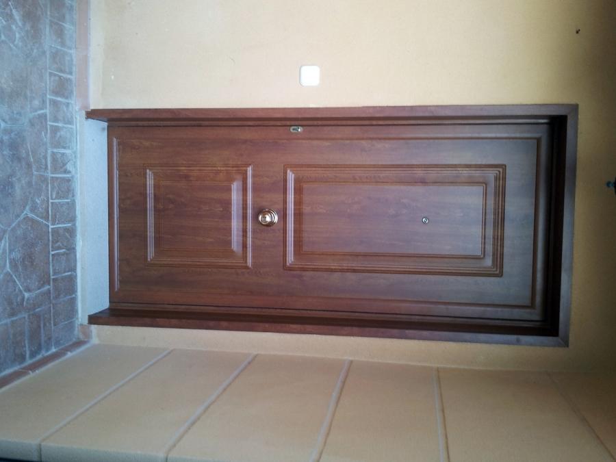 Foto puerta aluminio imitaci n madera roble dorado de for Puerta madera roble