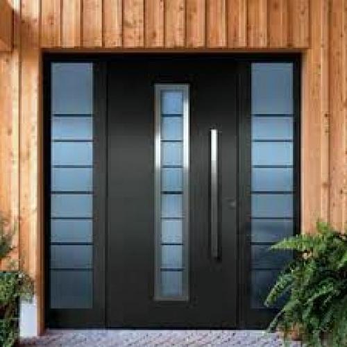 Foto puerta aluminio negra de carpinteria metalica for Imagenes de puertas metalicas