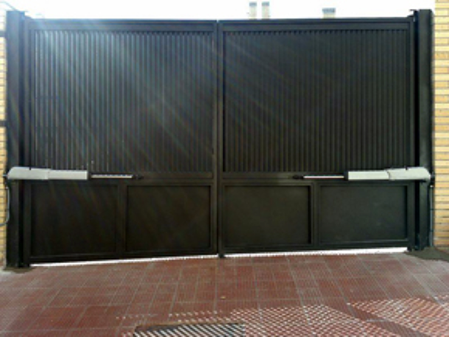 Foto puerta automatica de dos hojas de cerrajeria - Brazos puertas automaticas ...