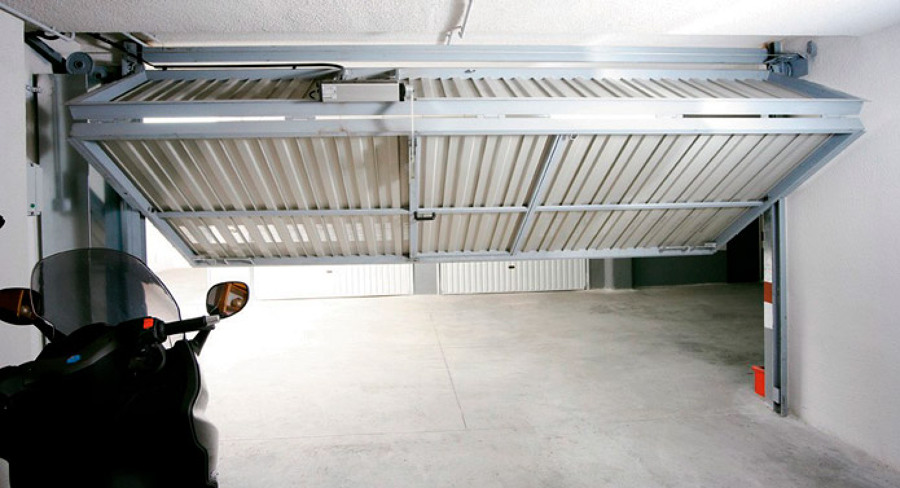 Foto puerta basculante 1 3 de cerrajeria carpinteria - Motor puerta garaje basculante ...