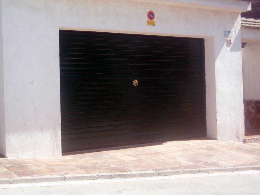 PUERTA BASCULANTE PVC