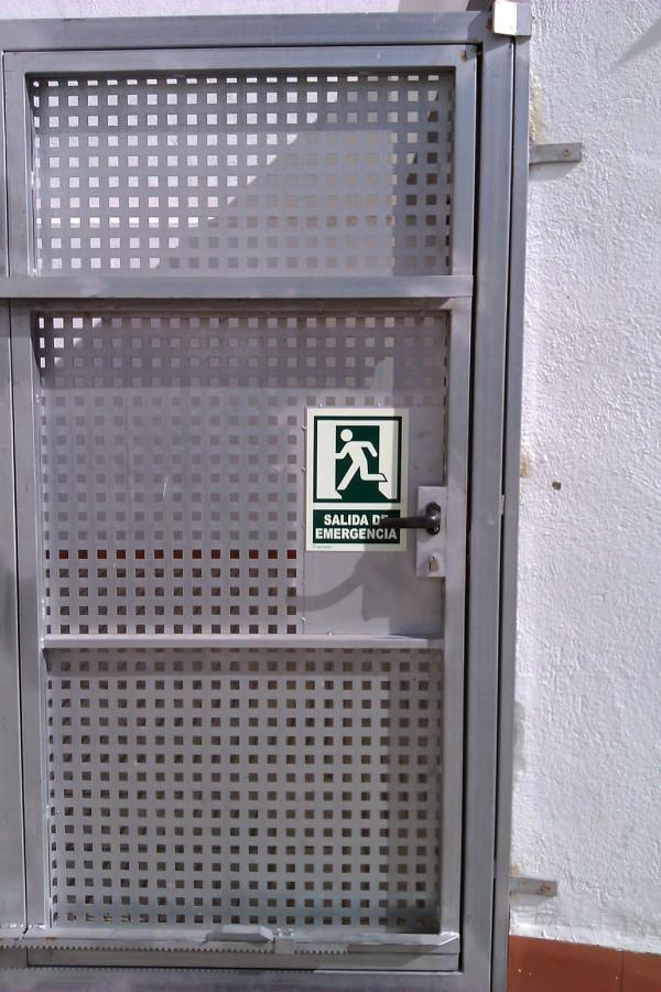 Foto puerta chapa perforada de siscierre sl 448238 - Puertas de chapa galvanizada precios ...