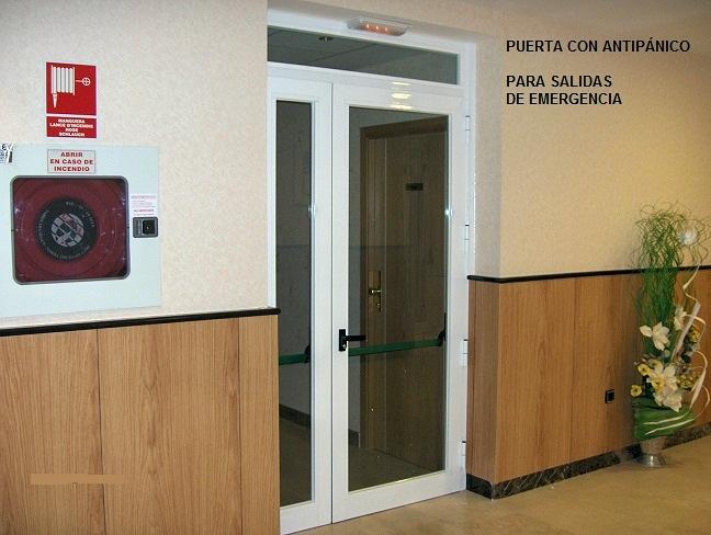 Foto puerta con antip nico y cristal contra incendios de for Puertas contra incendios