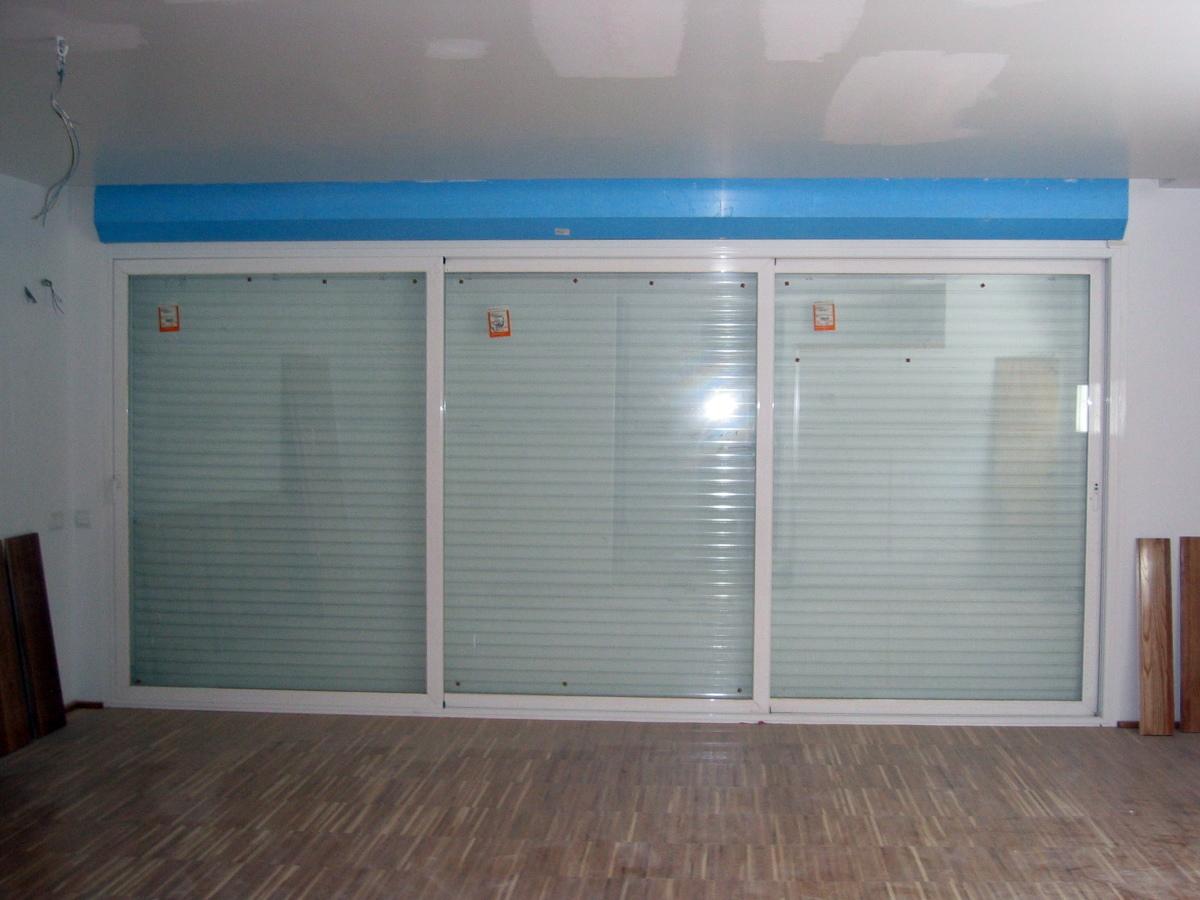 Foto puerta corredera 3 hojas de rejas y ventanas madrid - Puerta corredera doble ...