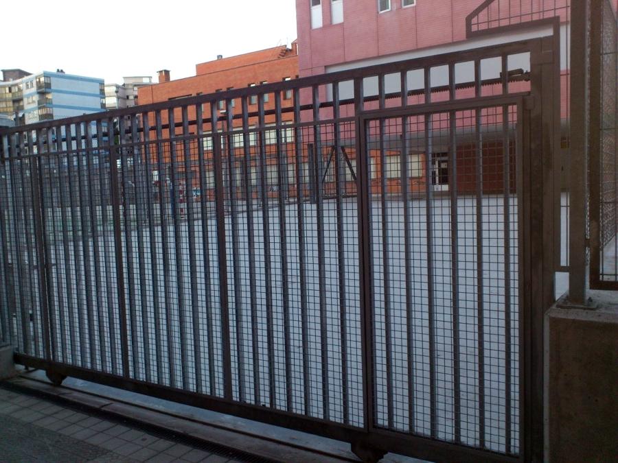 Foto puerta corredera acero galvanizado motorizada de - Puerta acero galvanizado ...