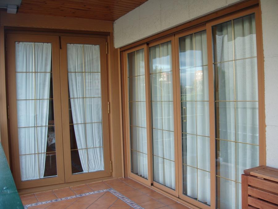 foto puerta corredera de 4 hojas y practicable de 2 color