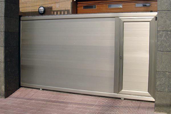 Foto puerta corredera de aluminio de tecnipuertas 204516 - Puerta corredera de aluminio ...