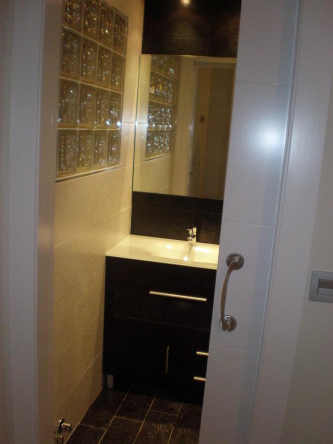 Foto puerta corredera de ba o de corema construcciones 230709 habitissimo - Puertas correderas banos ...