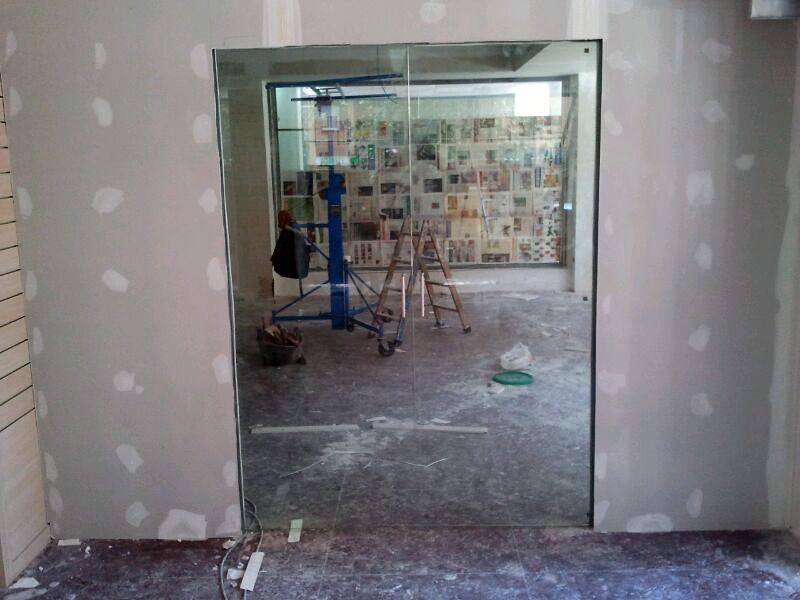 Foto puerta corredera de vidrio por dentro del tabique de - Puerta corredera pladur ...