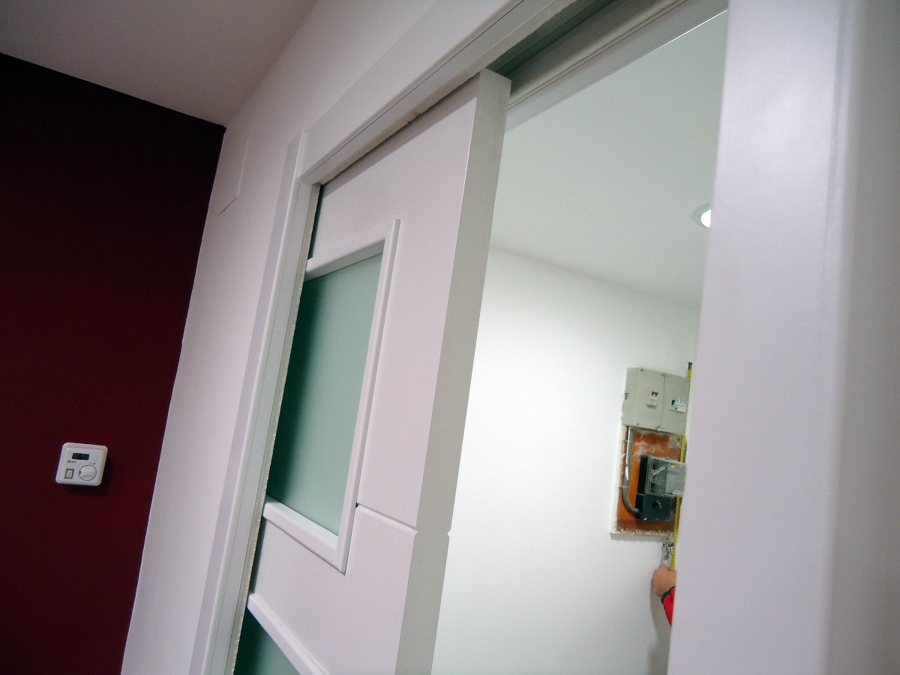 foto puerta corredera interior tabique metalico de tot en