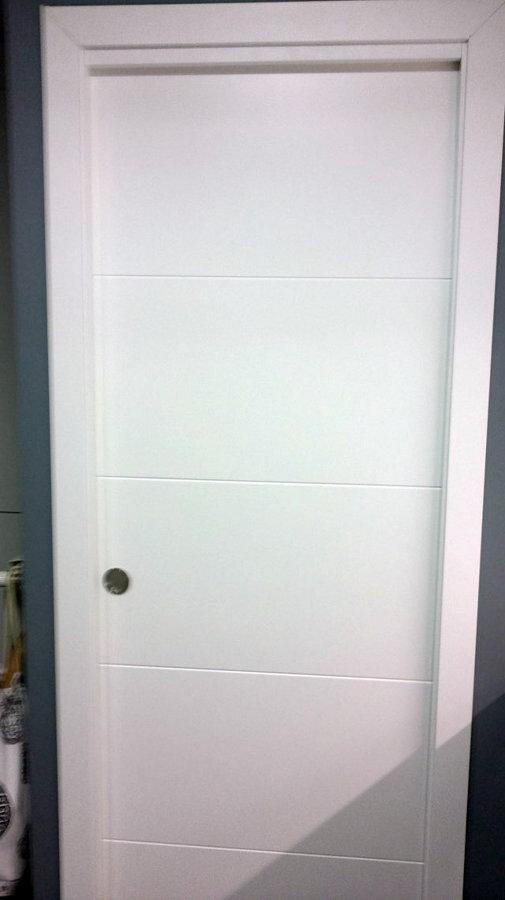 Foto puerta corredera de puertas y armarios a medida for Puertas correderas sevilla