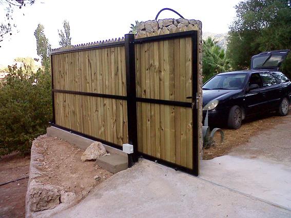 Foto puerta corredera de herreria kraft 305037 habitissimo for Puertas para fincas