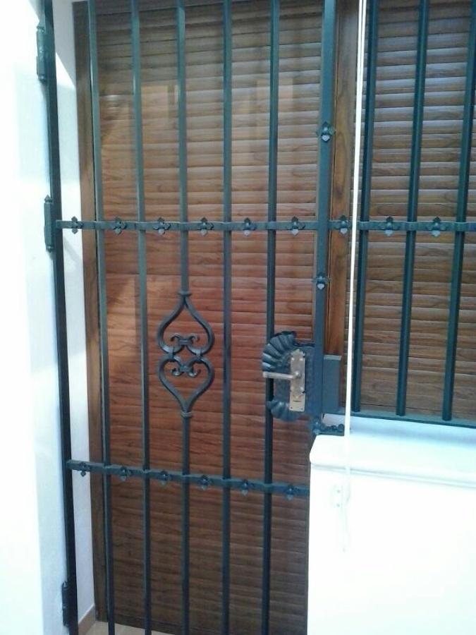 Foto puerta de aluminio para terraza de antonio gutierrez for Puertas jardin aluminio