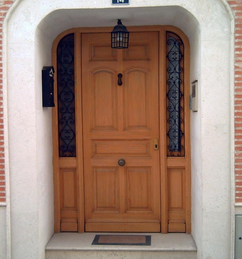 Foto puerta de calle de carpinteria hnos mora martinez - Puertas de calle ...