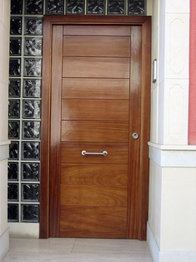 Foto puerta de calle de ana belen duart 436437 habitissimo - Puertas de calle ...