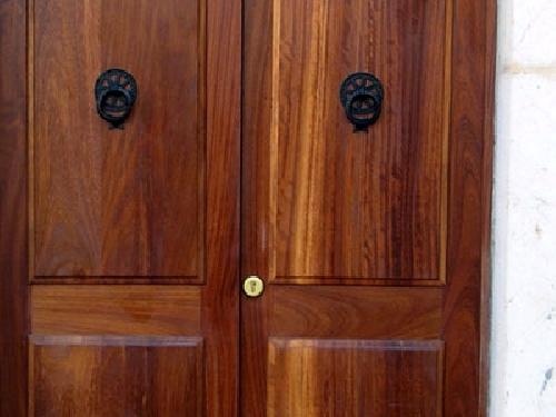 Puerta de casa rústica en Mallorca