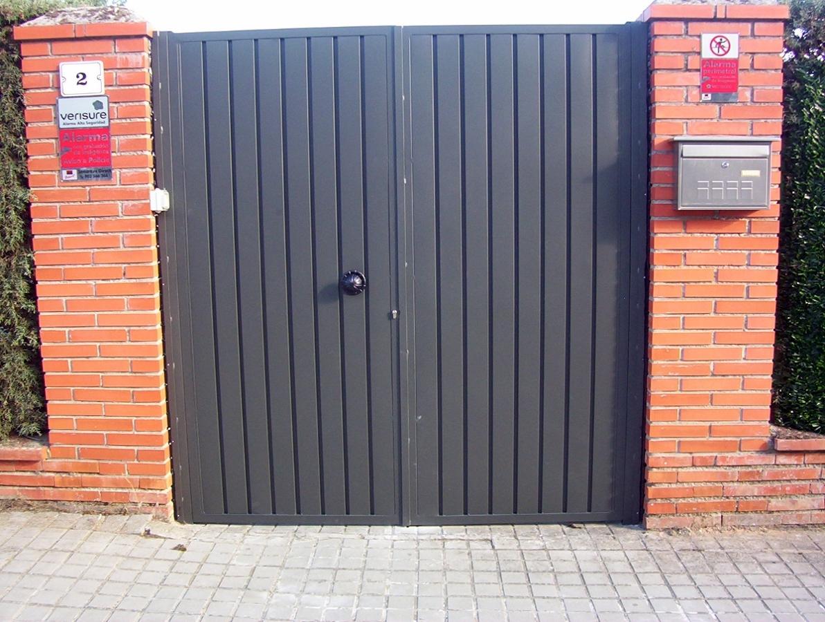Foto puerta de chapa de alvarado talleres metalicos s l 277077 habitissimo - Puertas de chapa ...