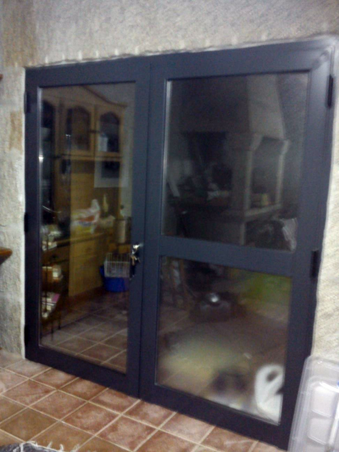Foto puerta de dos hojas apertura exterior realizada en - Puertas de dos hojas ...