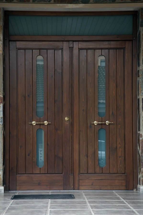 foto puerta de entrada de madera maciza de carpinter a