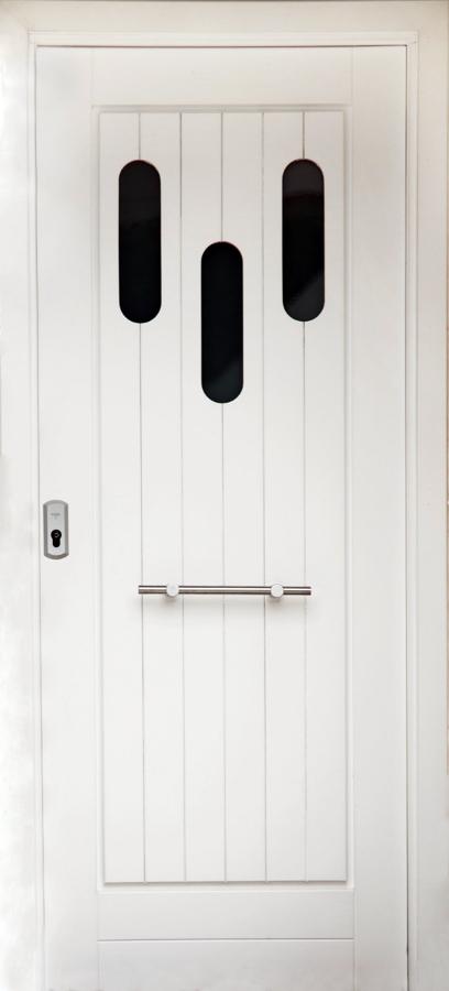 Puerta de entrada lacada