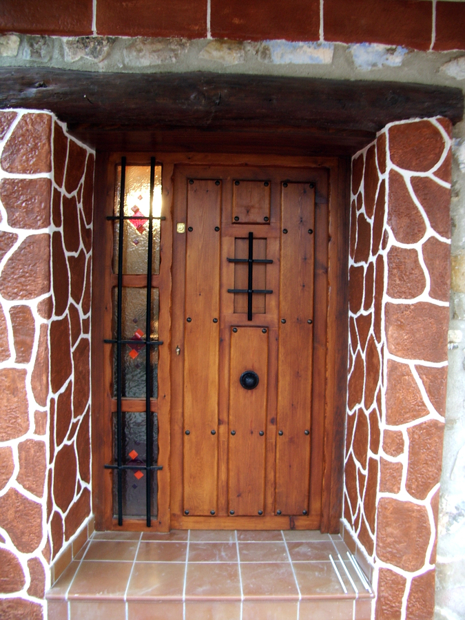 Foto puerta de entrada modelo chispa de carpinter a for Modelos de puertas de hierro con madera