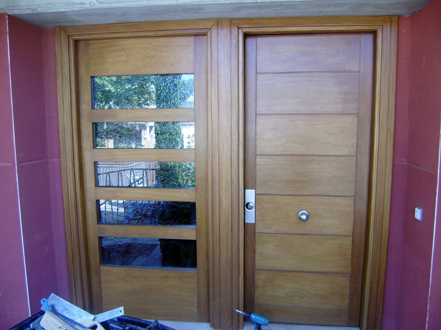 Foto puerta de entrada moderna de nicolas madrid s l for Puertas de entrada de madera modernas