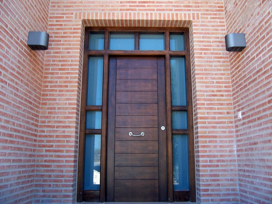 Foto puerta de entrada principal de carpinter a juan for Puertas de entrada principal minimalistas