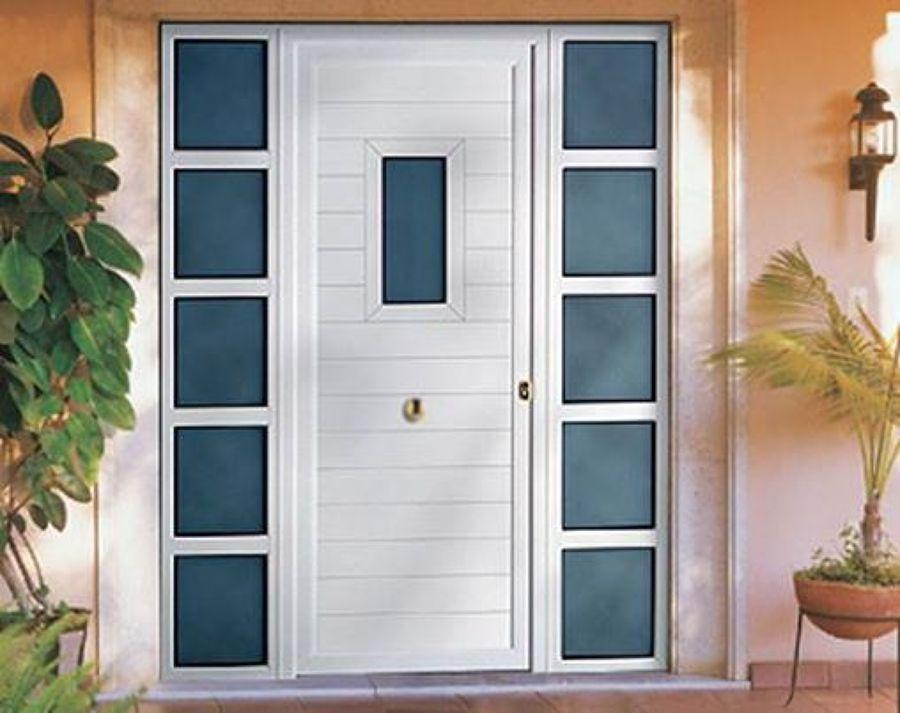 Foto puerta de entrada principal de forja y aluminios for Puertas de entrada principal