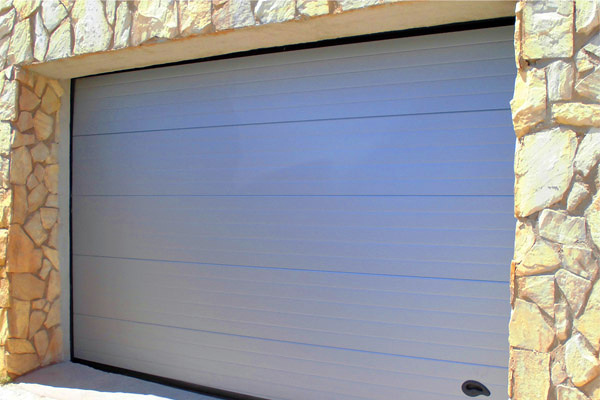Foto puerta de garaje en acero galvanizado de ibarkalde s - Puerta de acero galvanizado ...