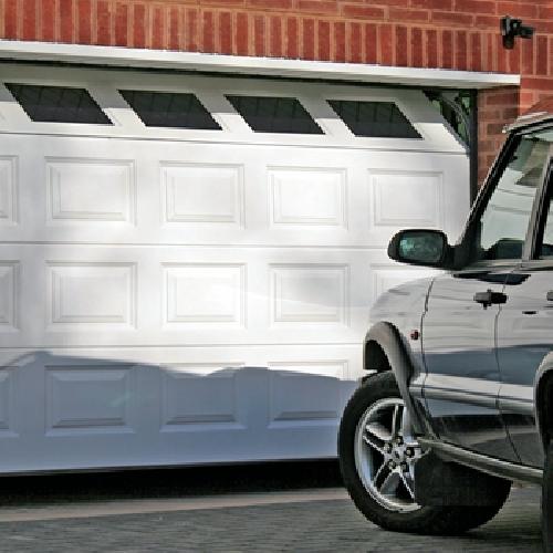 Puerta de garaje seccional blanca