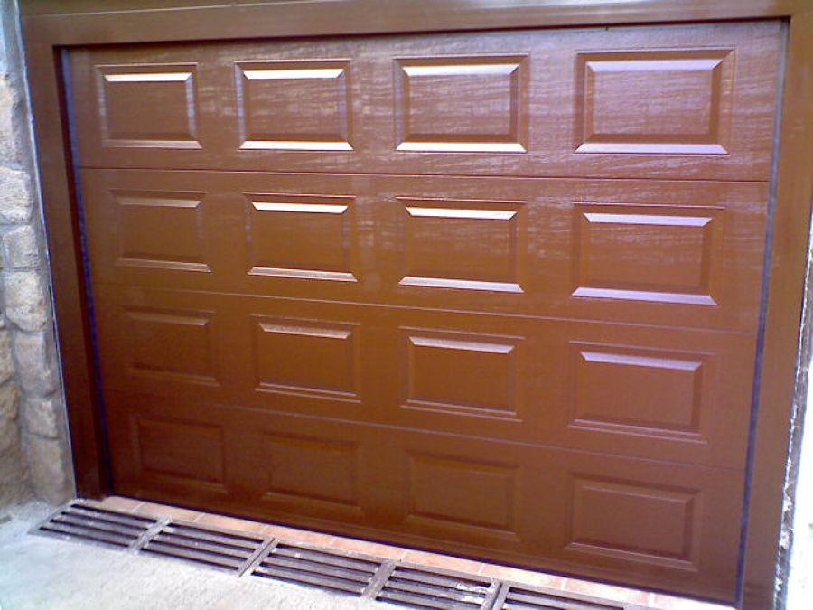 Foto puerta de garaje seccional de cuarterones de automatismos novomatic sl 519123 habitissimo - Puerta de garaje seccional ...