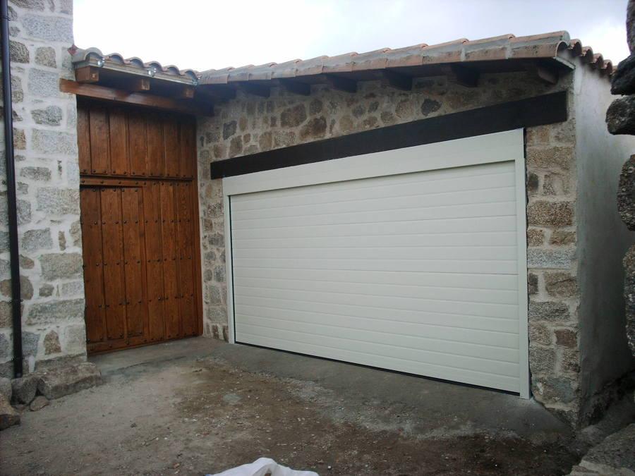 Foto puerta de garaje seccional de automatismos novomatic sl 519122 habitissimo - Puerta de garaje seccional ...