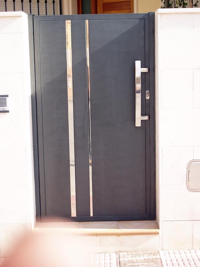 puerta de hierro y acero